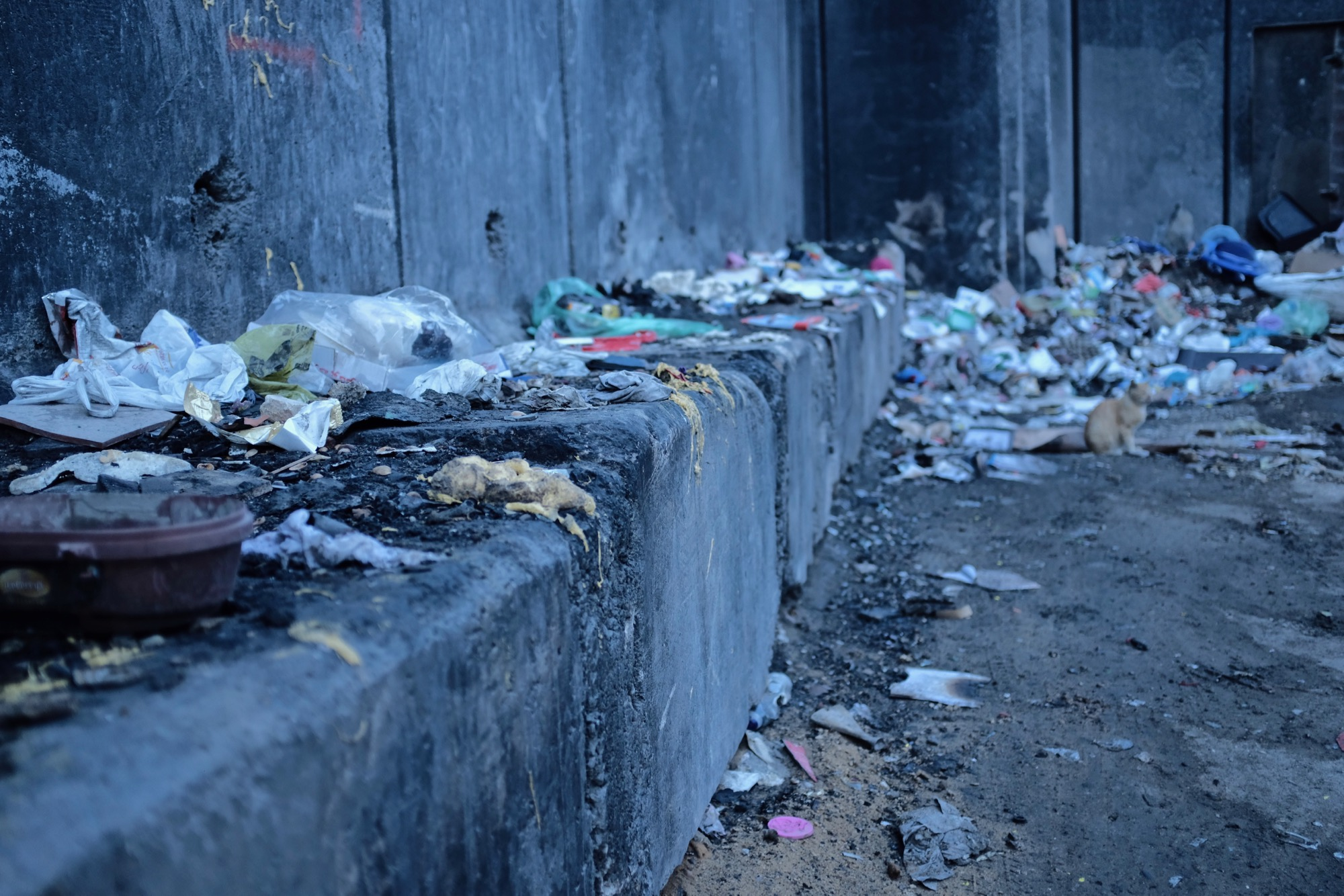 Rubbish,walls & failing infrastructure in East Jerusalem -