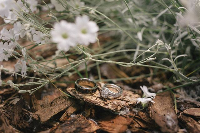 I love capturing all the little details of a wedding 💍 . . . . . . . #photobugcommunity #chasinglight #destinationwedding #adventuresession #indiewedding #elopementphotographer #helloelopement #adventerouswedding #mountainwedding #indiebride #weddinginspiration #weddingseason #realwedding #rusticwedding #loveintentionally #makeadventure #visualcoop #loveauthentic #makemoments #elopementcollective #vscowedding #vscomood  #wanderlust #shotwithlove #junebugweddings #greenweddingshoes #theknot #huffpostweddings #huffpostido #loverly