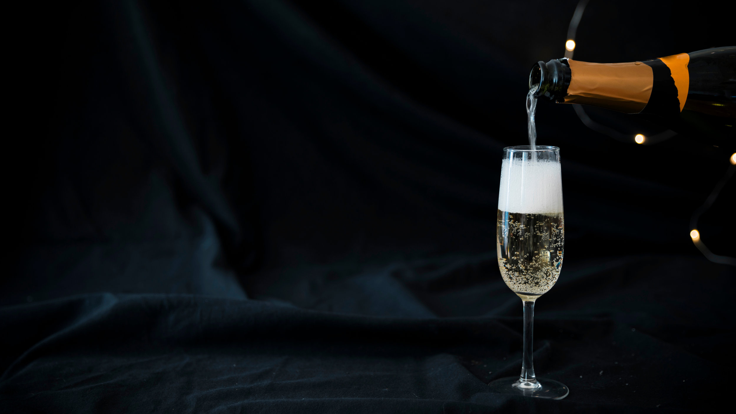 Premium Champagne Glasses, Crystal Flutes. - Luxury champagne coupes are available plain or with vintage engraved options. Victorian patterns present a vintage aesthetic, matching perfectly with classic champagne cocktails.