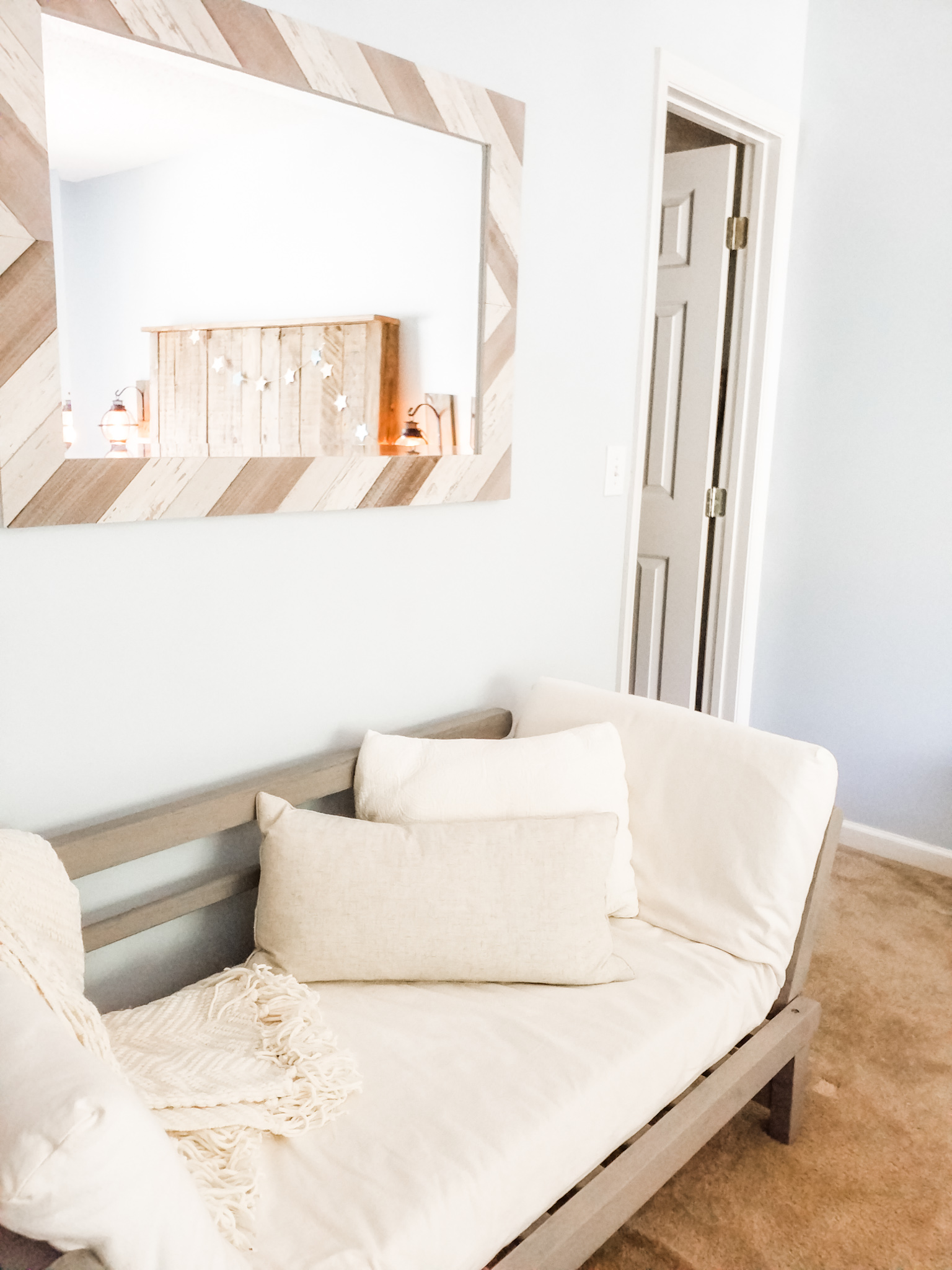 guest room day sofa.jpg
