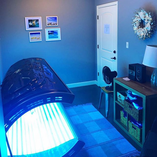 Got the winter blues?? Come warm up with us in our 24 hour tanning room! Tan at your convenience! ☀️❄️$45 a month $25 for two weeks!