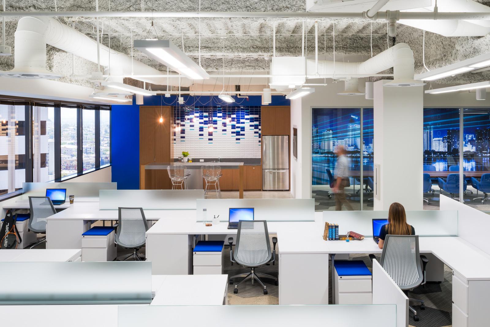 Knoll_Corporate_TheIrvingCompany_SanDiego_ReadyNow_Office_3.jpg