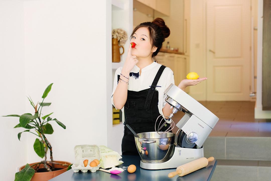 personal-branding-photographer-liz-riley-amsterdam-london-yannan-li-baking-fun.jpg