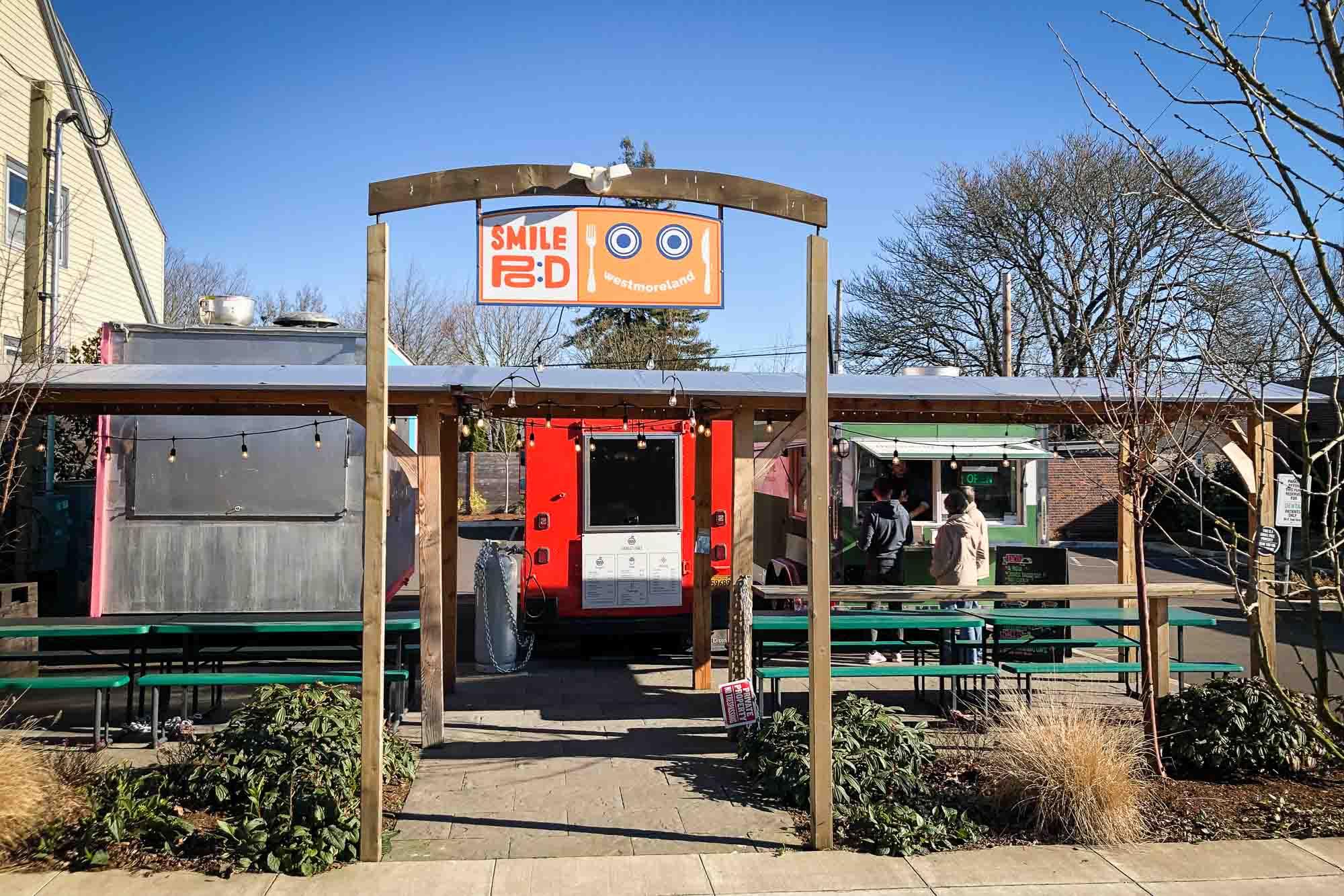 visit-sellwood-moreland-business-alliance_smile-pod-food-carts.jpg