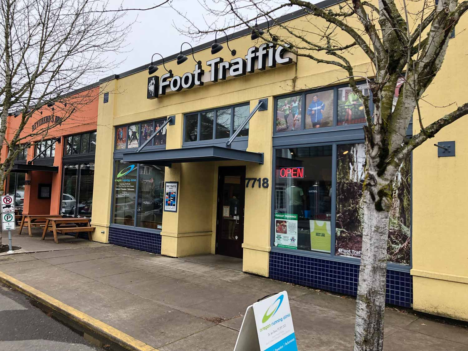 visit-sellwood-moreland-business-alliance_foot-traffic.jpg