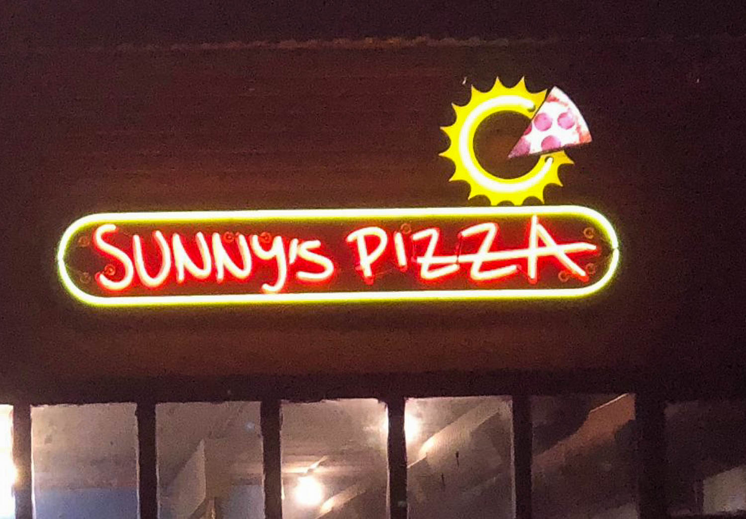 visit-sellwood-moreland-business-alliance_sunnys-pizza-5.jpg