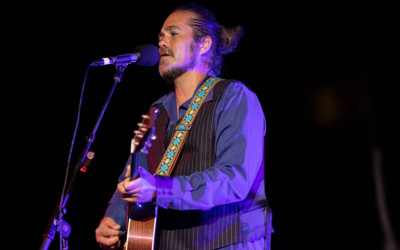 Citizen Cope, performing live at the beachfront lawn overlooking Kauna'oa Bay. All photos courtesy of AJ Canaria of  PlanOmatic . Please click  here  for a complete photo gallery of Worthshop 8.