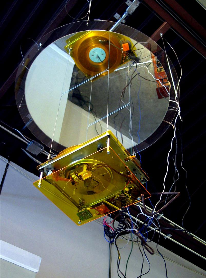 Platterbell    turntable, mirror, LEDs, sound electronics, yellow vinyl LP    dimensions variable, suspended / 2004