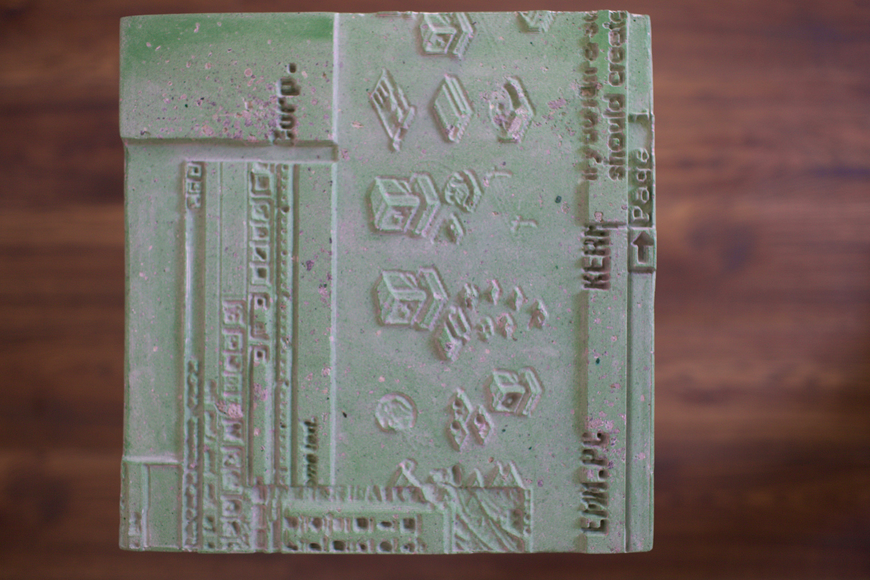 Terrario #1  Grabado CNC sobre resina y base de metal