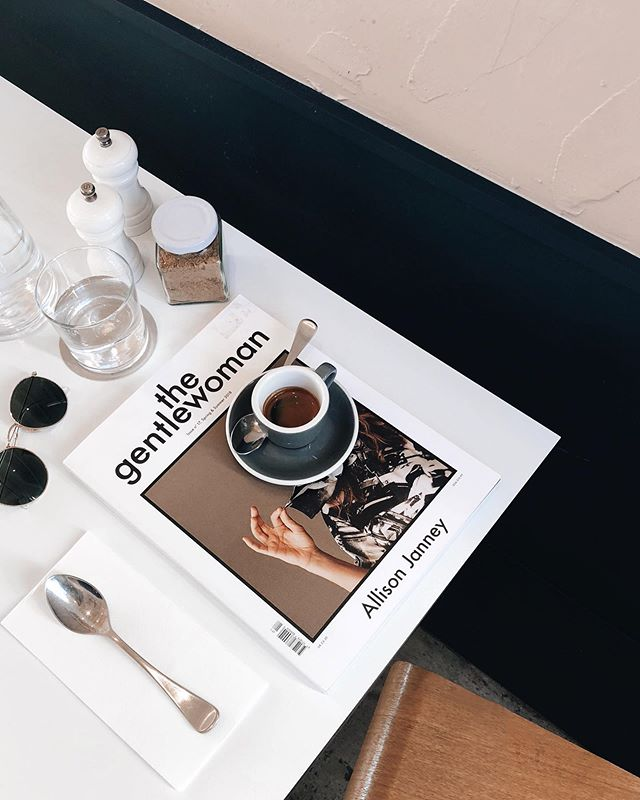Our everyday situation ☕️ 📖 🥑 📷 @thedarlingassembly . . #moby3143 #coffee #repost #everyday #setup #armadale #melbournecafe #interiors