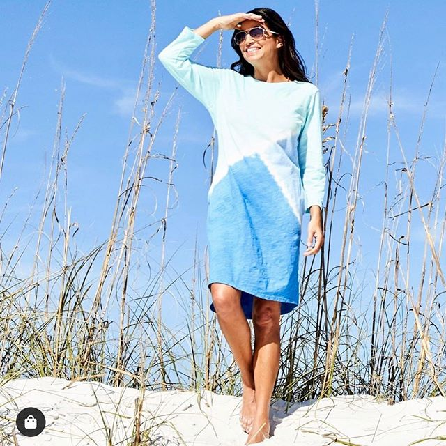 Surfs Up in @freshproducenow!🏄‍♀️🤗🇺🇸 • TY @freshproducenow for 📷 • #surfsup #beachready #summerfashion2019 #thetravelersshow #thegotoshowinthemidatlantic