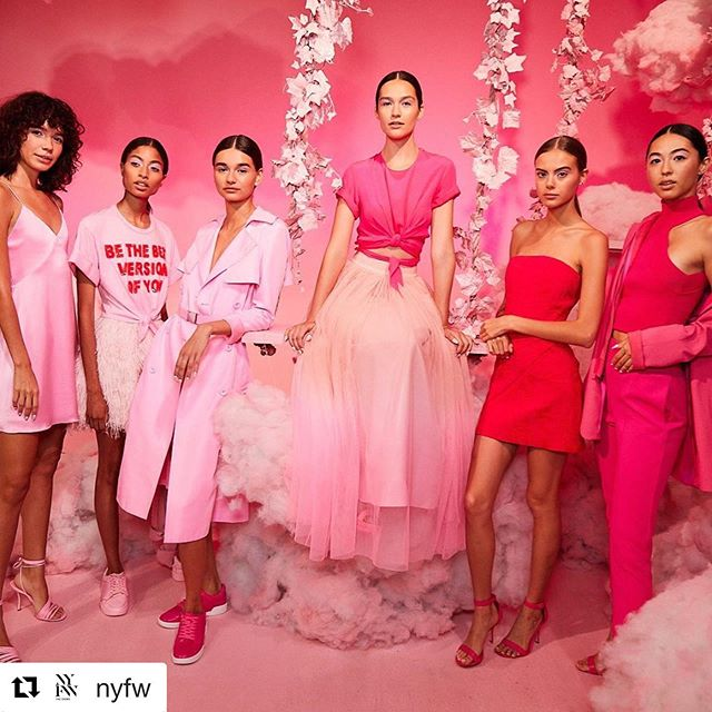 Pink Vibes✨  Repost @nyfw with @get_repost ・・・ Stepping into the world of @aliceandolivia at their September 2019 #NYFW presentation. 💕Photo by @haozeng_com  #pink #fashion #fashionweek #spring #tradeshow #fashiontradeshow #springapparel #womensapparel #smallbusiness #bosslady #girlboss