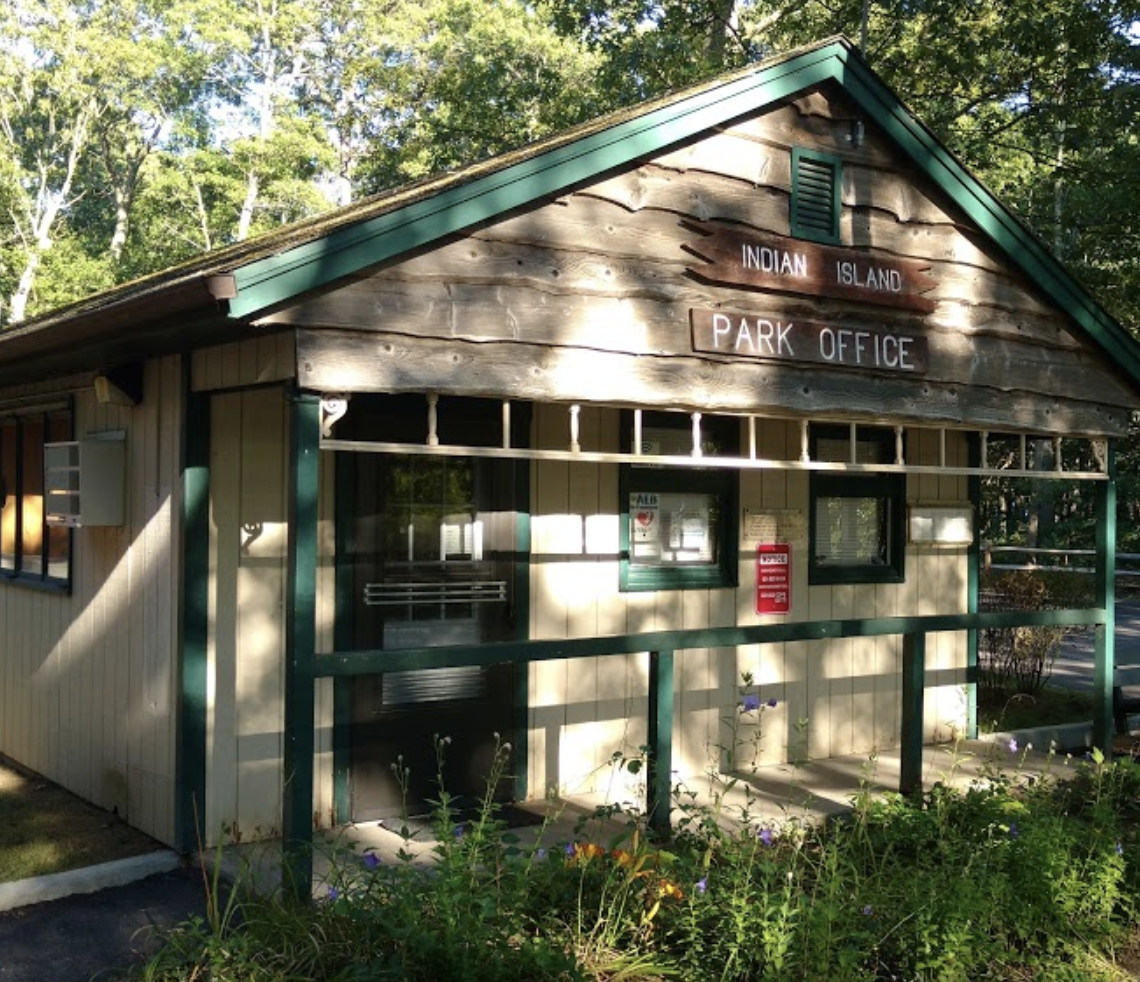 Indian Island Park   The 275-acre county park offers trailer & tent campsites plus picnic tables, grills & a playground. Green key pass required.  Telephone: 631-852-3232  Indian Point Road Riverhead, NY 11901