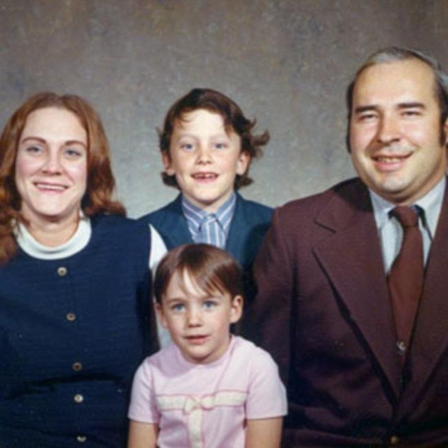 Dwyer hinterliess 3 Briefumschläger bevor er sich das Leben nahm. 1 Brief an seine Frau 1 Dokument zur Bestätigung von Organspende & 1 Brief an Bob Casey. -