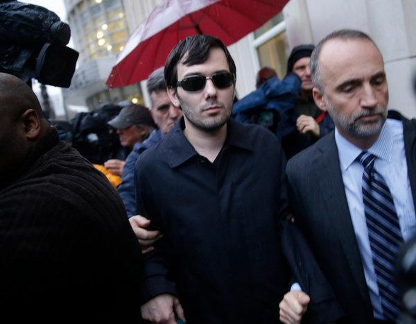 Shkreli wurde eine Geldstrafe von $75.000 erteilt & zu sieben Jahren Gefängnis verurteilt. -