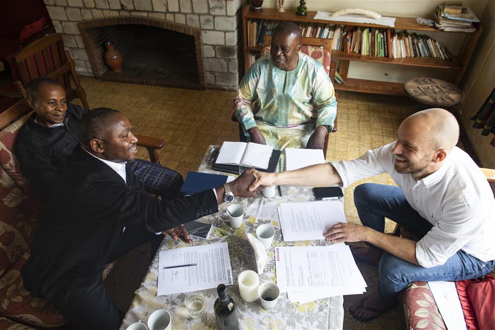 Buddies i møte med vår samarbeidspartner PDV, hvor nye avtaler inngås.  Fra venstre: Phillippe (ekstern controller), Michel (tolk), Adolphe (manager PDV) og Eirik