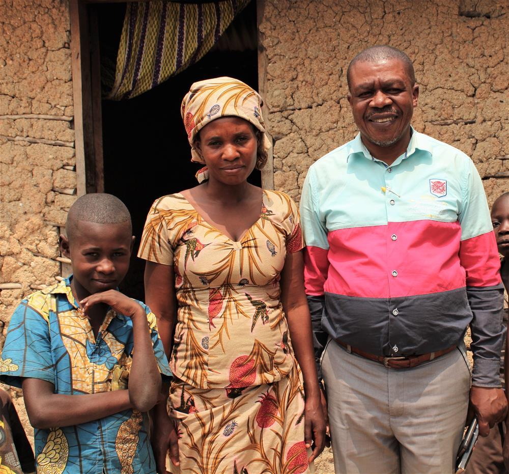 Debaba, Vumilia og BFAs lokale prosjektkoordinator Adolphe Balekembaka Musafiri. Foto: Milfrid Tonheim
