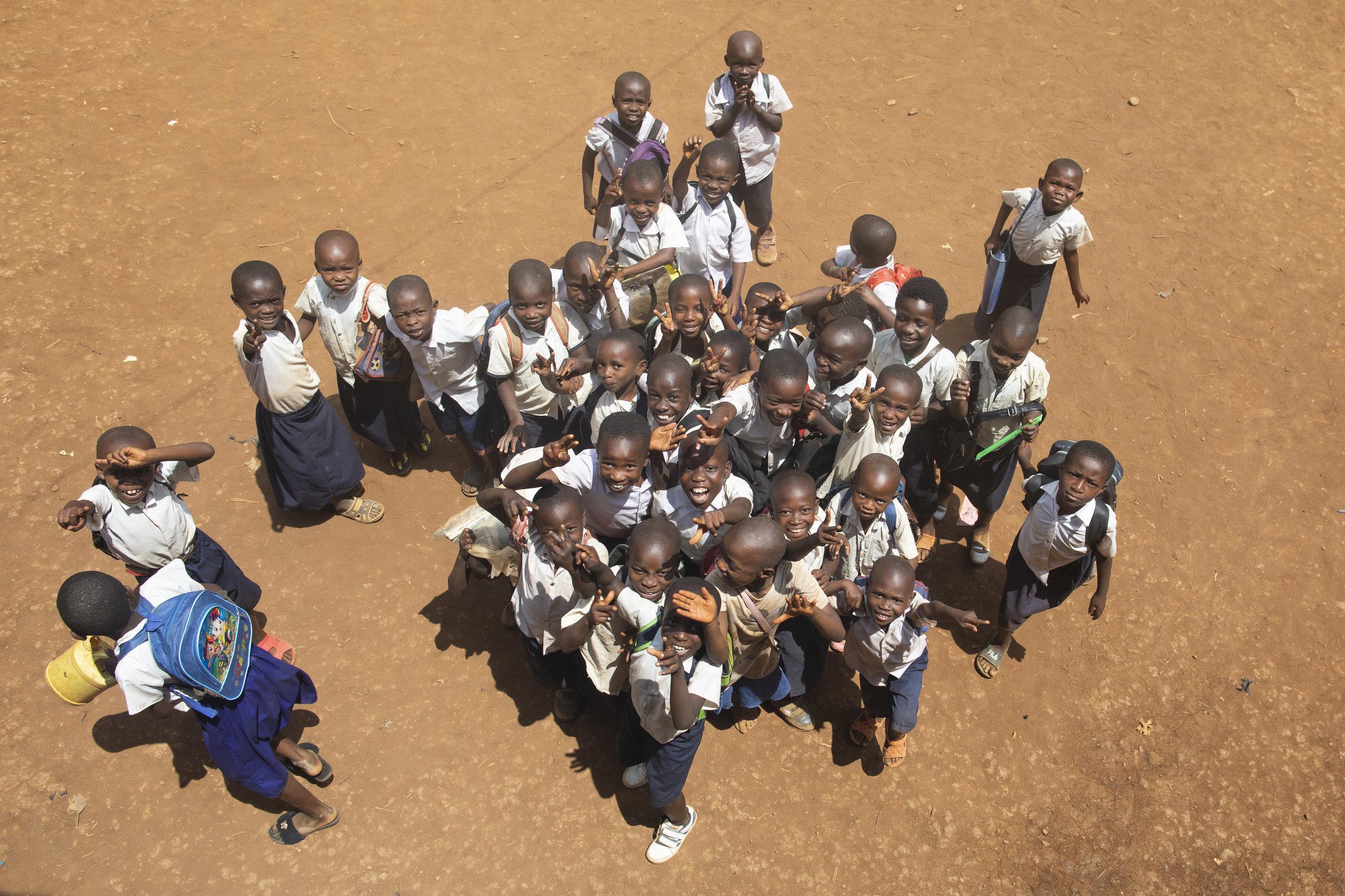 Barn i skolegården.jpg