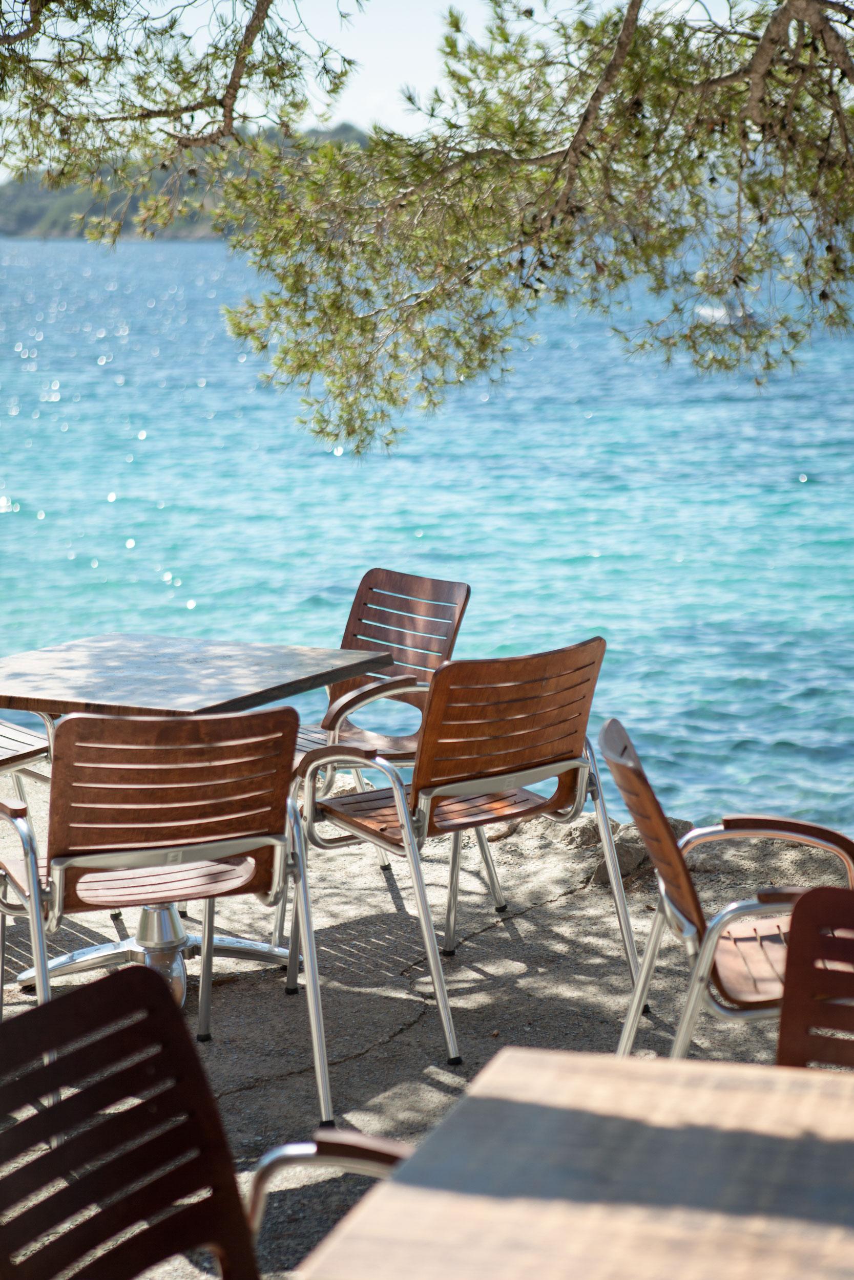 KAFFEE & LUNCH - Vom Strandcafé L'Espigó lässt sich das Treiben an Strand und Promenade wunderbar beobachten.