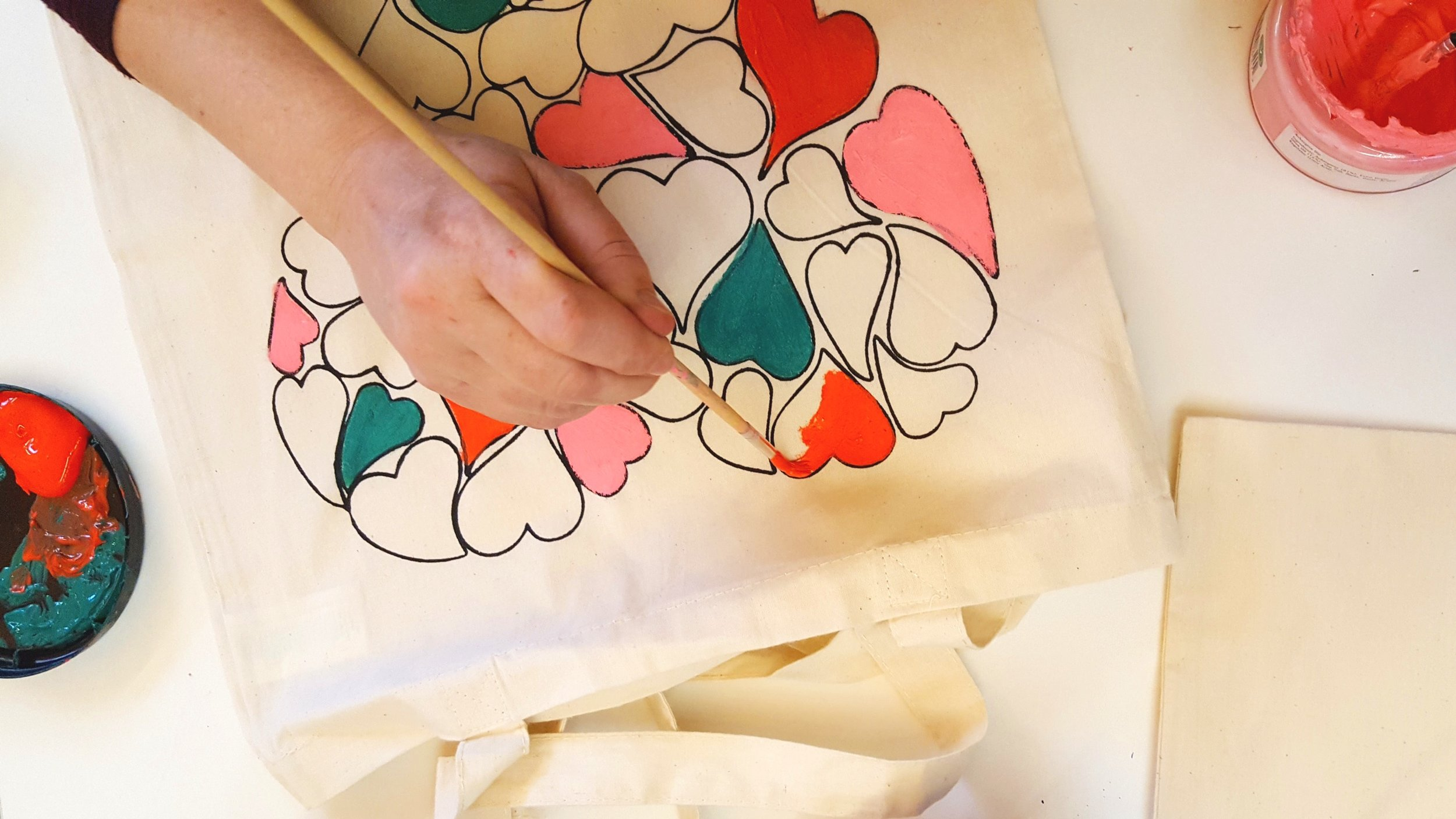 Bags of love. - Tote bag printing & painting activity