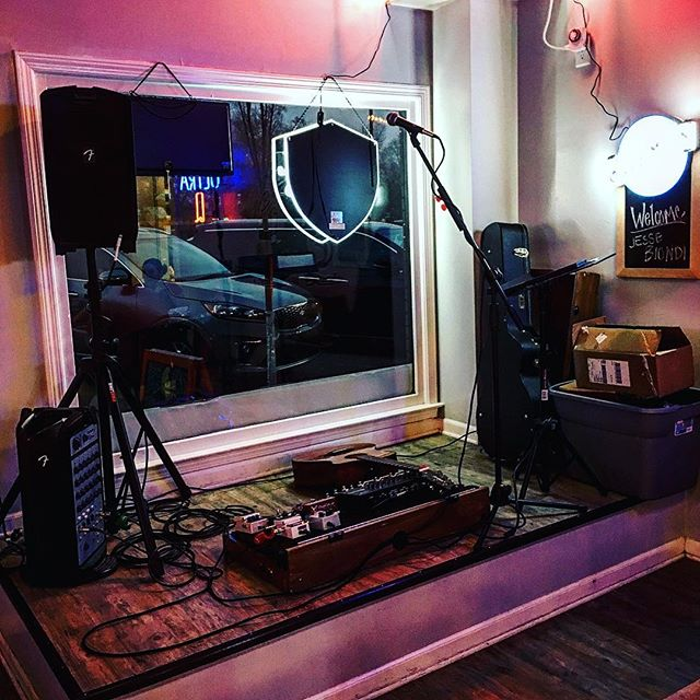 Come on out to A Slice of Brooklyn Cafe in Simpsonville tonight and hang out with me. I'll be playing here til about 8:30. Gonna be a good time. . . . #foxwood #supportlocalmusic #yeahthatgreenville #bestingreenville #newmusic #greenvillesc #upstate #upstatesc #upstatevibe365 #localarts #livemusic #sc #southcarolina #intheknowupstate #greenville360 #brooklynboys #pizza #realpizza