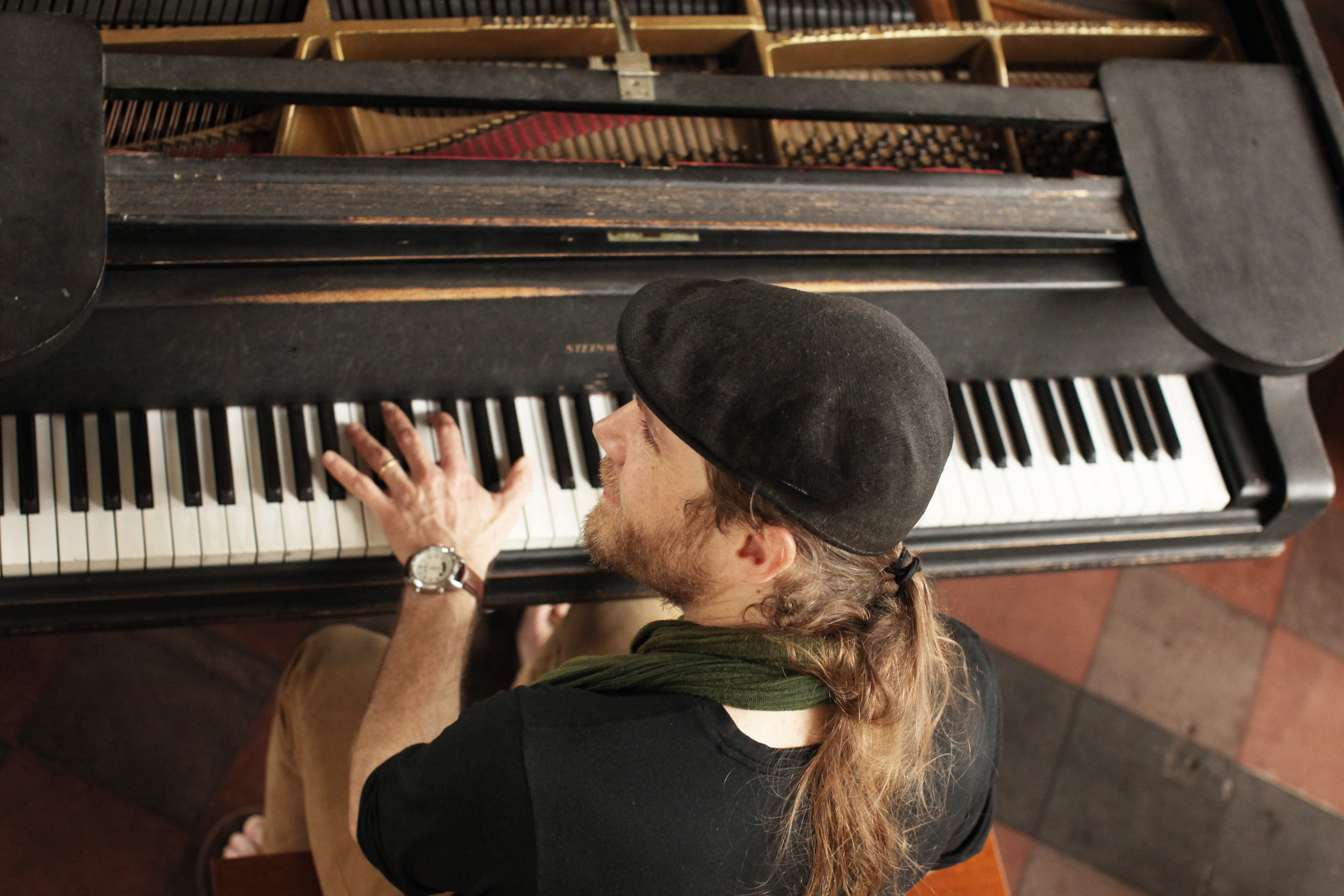 Guy Piano from above, nice.jpg