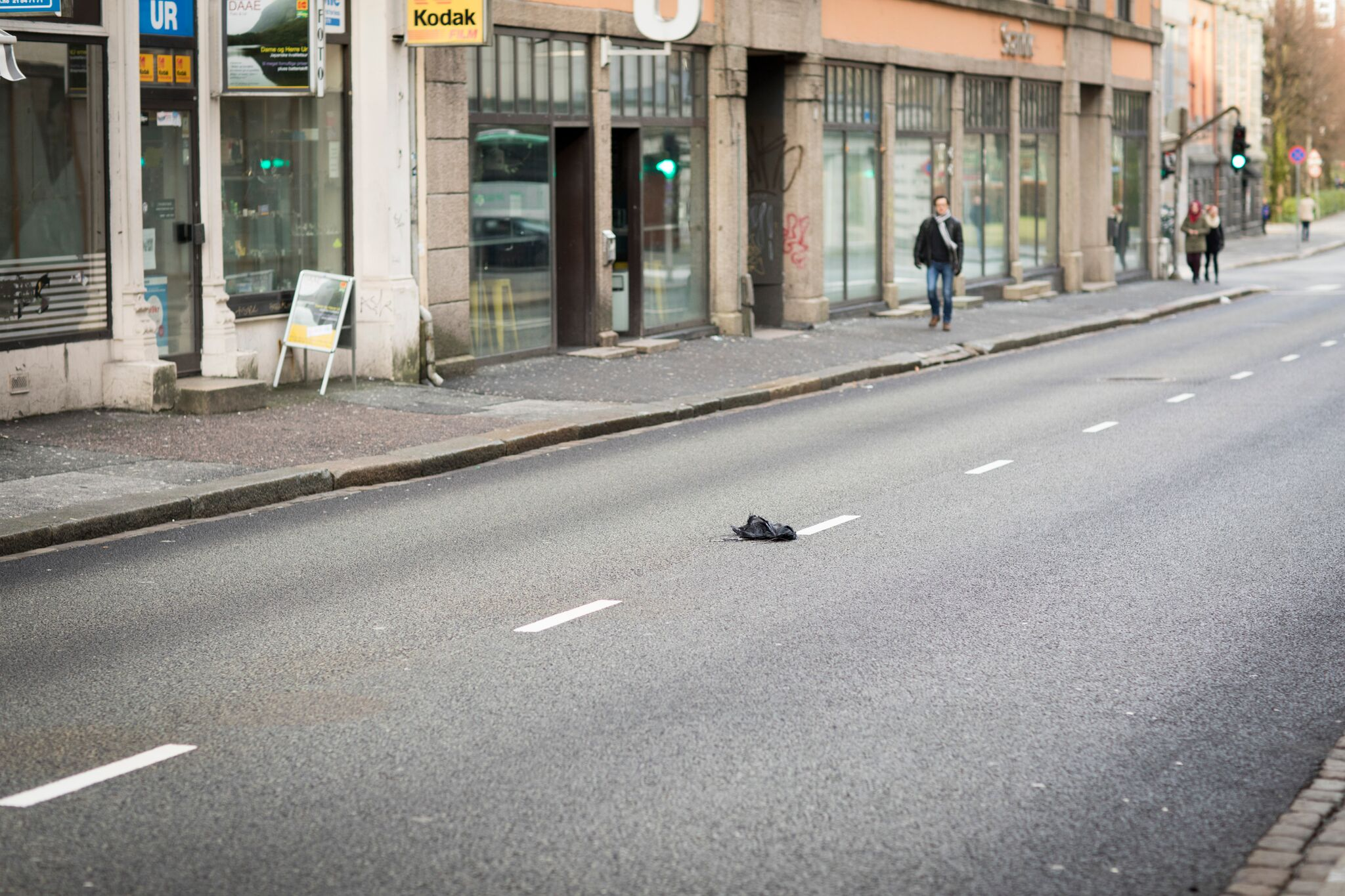 Som rett og slett består av forlatte paraplyer i Bergen!