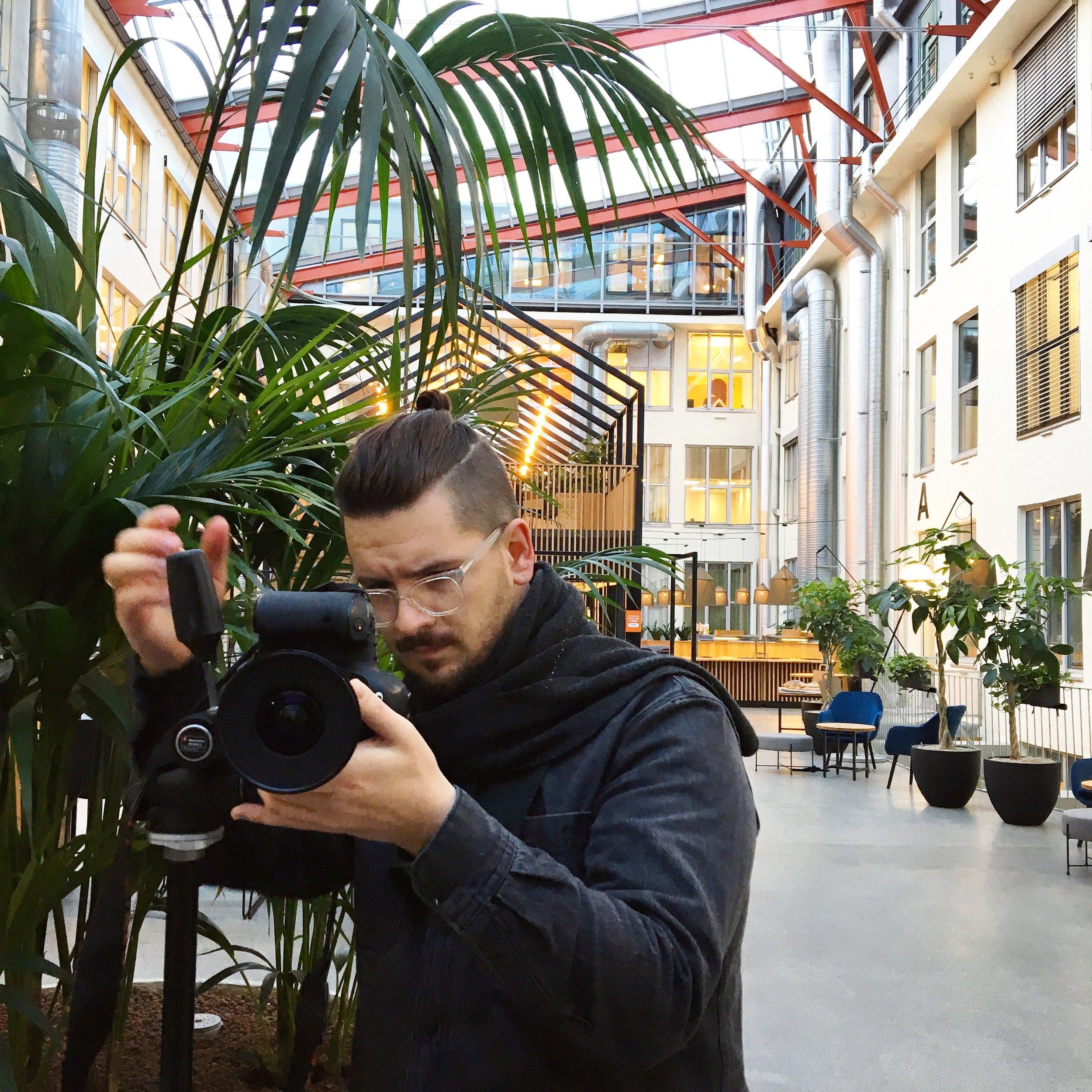 Og tok noen riktig så fine bilder vi snart skal vise dere av Rosenborg Kantine.