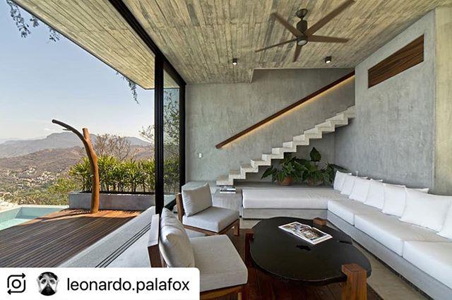 @leonardo.palafox (@make_repost) ・・・ Espacios, interior y exterior... Gran vista, por cierto. De @zozaya_arquitectos @instantes_@_casa_z . . . . . #architechturephotographer #interiorism #interiorphotography #design #zihuatanejo #furnituredesign por @anuarsamperio #mexico
