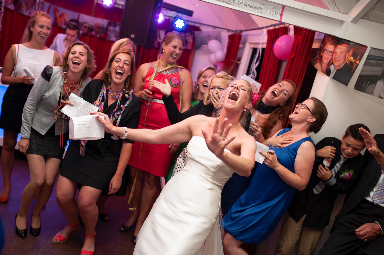bruid-met-vriendinnen.jpg