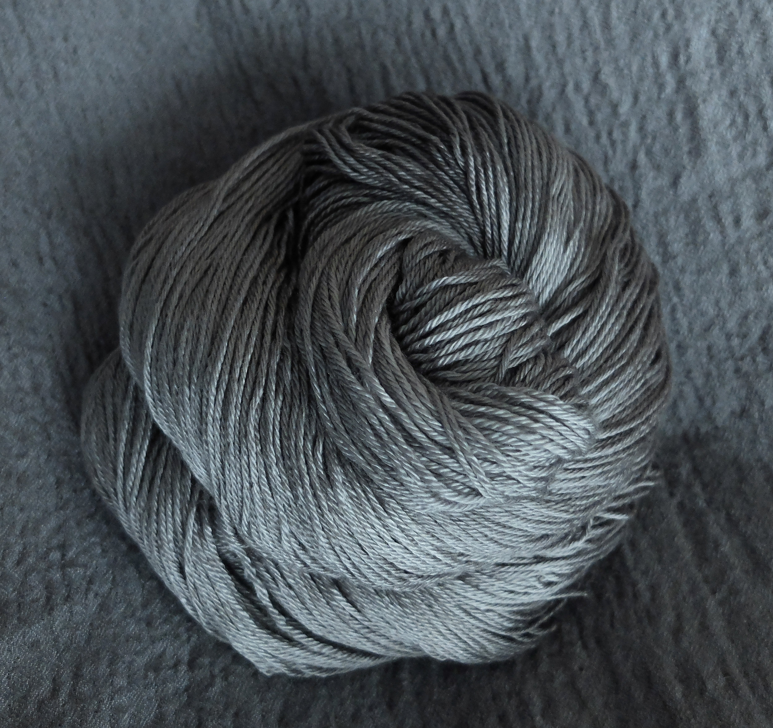 Fingering - Merino/Silk - 50 % Merino 50% Silk400 meters per 100 gram skeinA super soft and shiny base with the best qualities from both merino and silk. This yarn will give you a wonderfully soft and drapey fabric. This yarn is not superwash treated