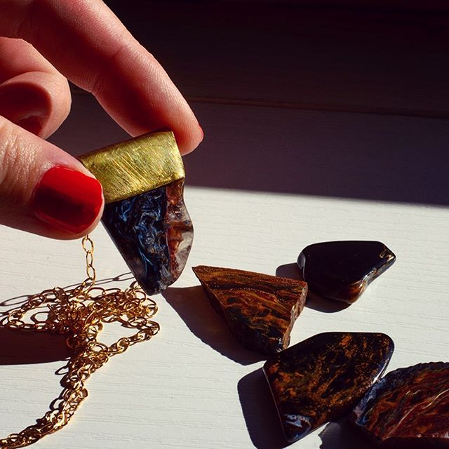 Pietersite from its only source Namibia: all round polished as its colour play can only been seen in full  this way... an amazing stone for soothing stressed and overwhelmed people! . . . . . #namibia #art #handmade #gemstones #meditation #jewelry #pietersite #necklace #jewellery #nature #yoga #goodvibes #healing #chakras #healingcrystals #crystals #reiki #gemstone #crystalhealing #love #crystallove #handmadejewelry #energy #style #fashion #gems #crystal #spiritual #instajewelry #accessories