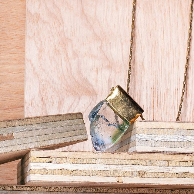 Clear Fluorite with green and blue shade from Spitzkoppe in Namibia. . . . . . #jewelry #glow #accessories #beautiful #jewelryaddict #style #love #gold #selfdevelopment #necklace #jewellery #fashion #gemstones #look #goldjewelry #model #necklace #luxury #outfit #photooftheday #instagood #jewelrylover #instastyle  #nature #healingstones #beauty