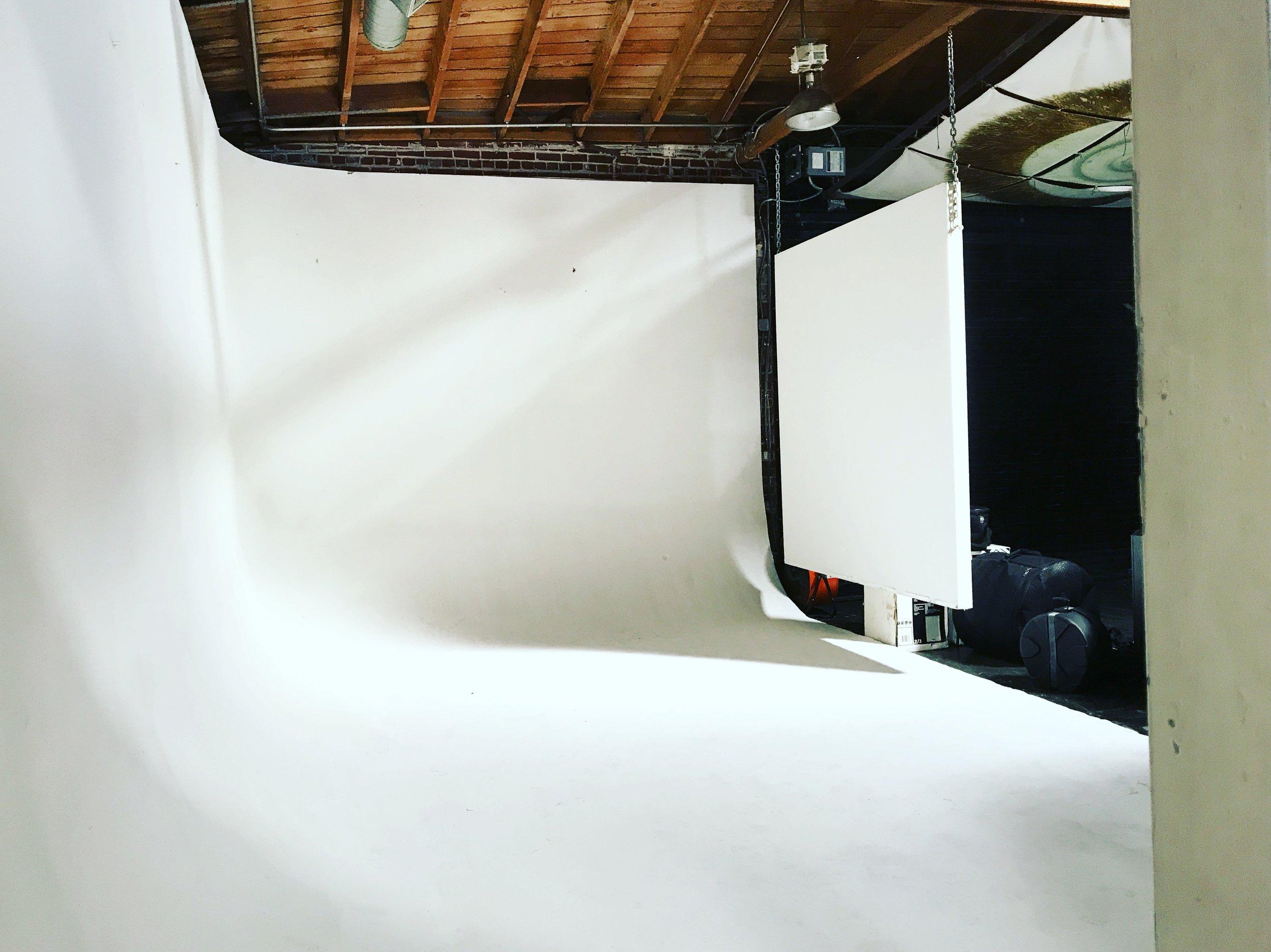 photo studio.warehouse.Multi-use creative event space. -