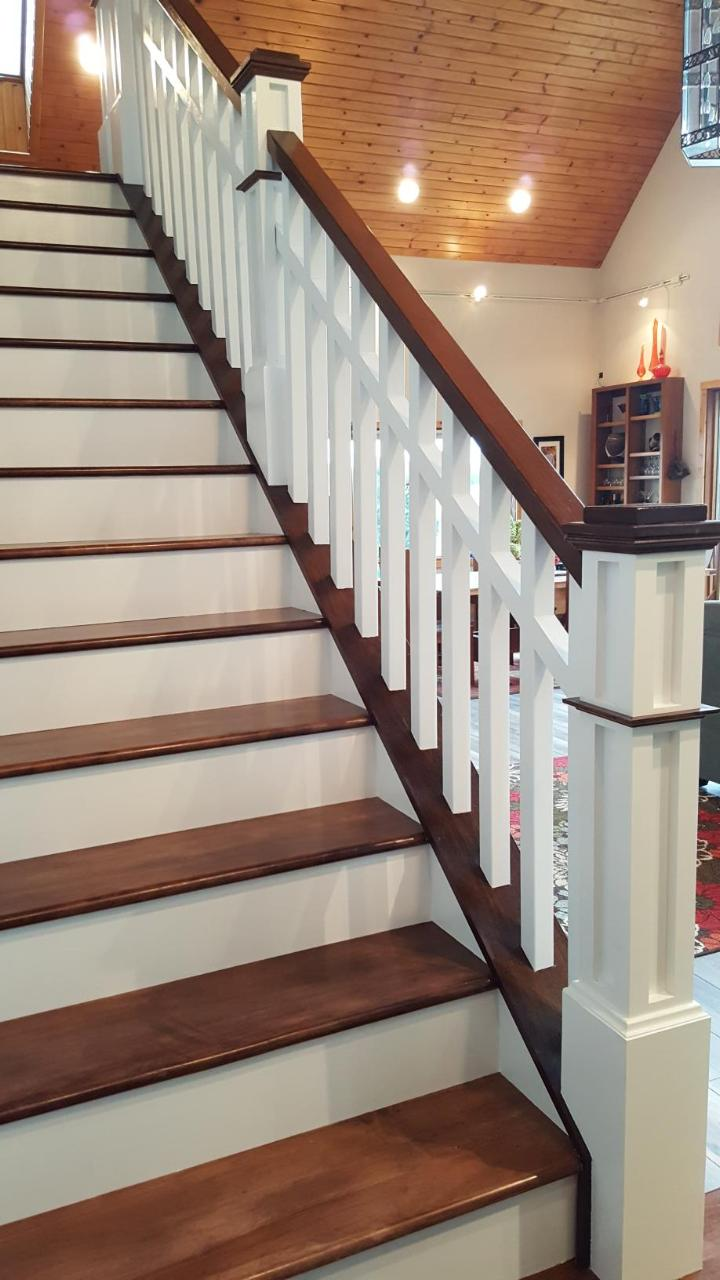 Finished Box Newell Post Stair System 1.jpg