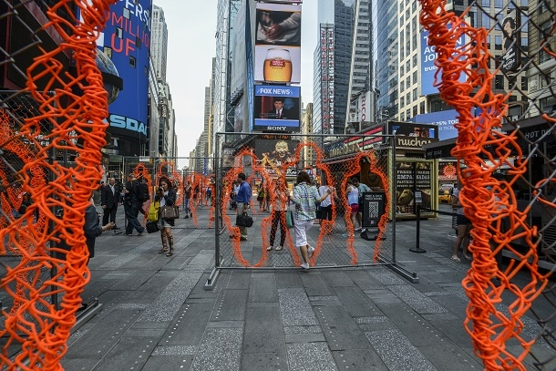 Arlés del Río's Nearness in Times Square - Cuban Art News