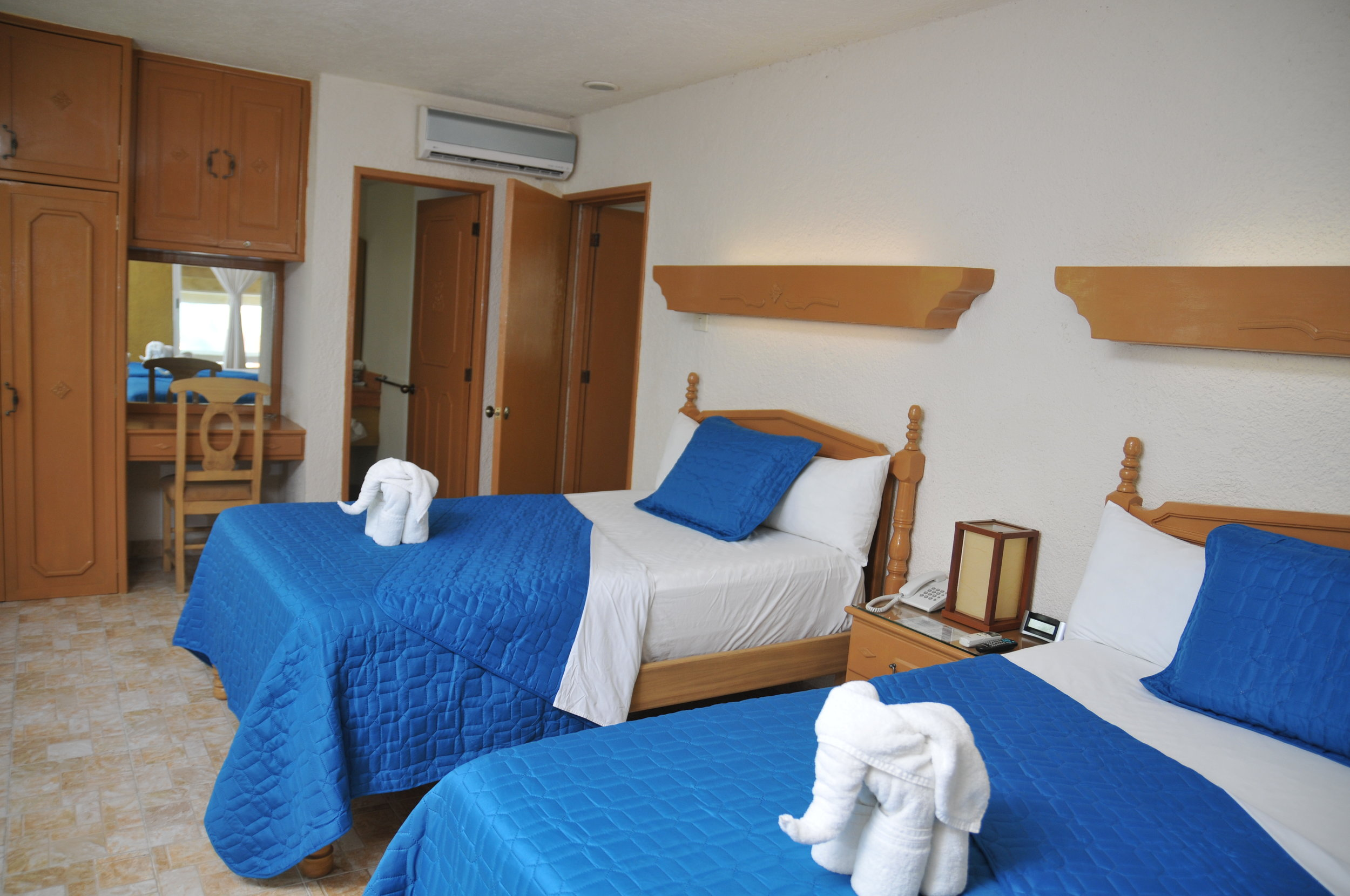 Economy Suite: 2 connecting rooms, 4 double beds