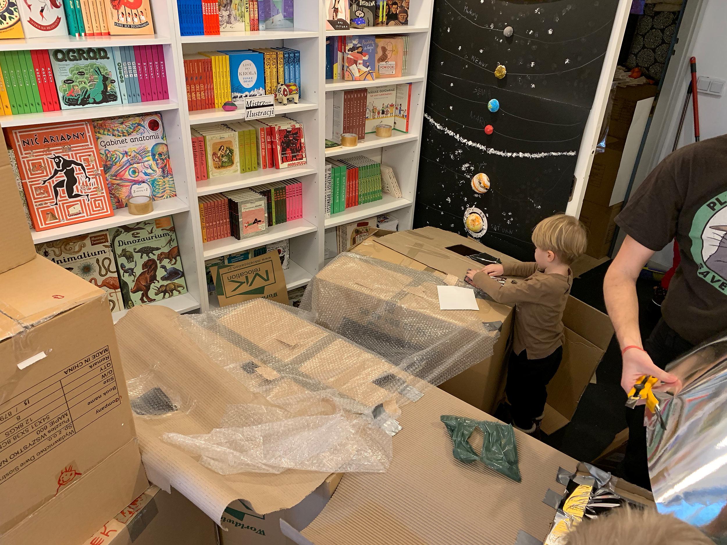 """""""Tu jesteśmy"""" workshop at Dwie Siostry bookstore."""