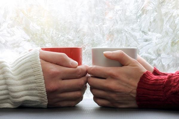 hands_holding_two_mugs.jpg