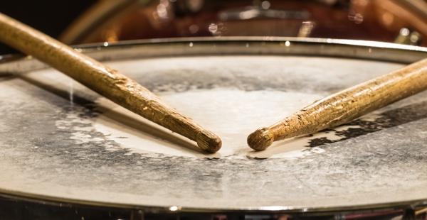 drum_with_drum_sticks.jpg