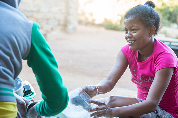 southafrica-washing-dishes.jpg