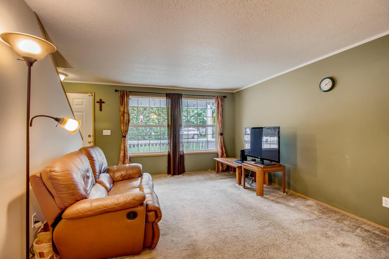 10149 N Tioga Ave Portland OR-large-007-14-Living Room-1500x1000-72dpi.jpg