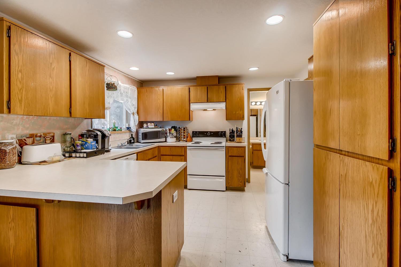 10149 N Tioga Ave Portland OR-large-011-12-Kitchen-1500x1000-72dpi.jpg