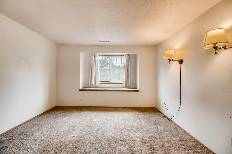 10149 N Tioga Ave Portland OR-large-017-10-2nd Floor Master Bedroom-1500x1000-72dpi.jpg