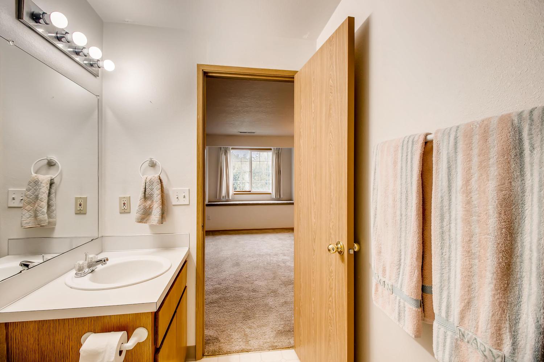 10149 N Tioga Ave Portland OR-large-019-7-2nd Floor Master Bathroom-1500x1000-72dpi.jpg