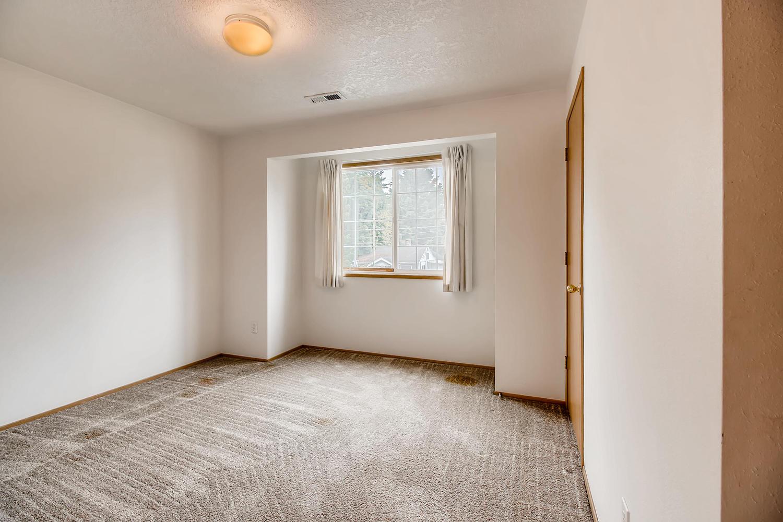 10149 N Tioga Ave Portland OR-large-021-1-2nd Floor Bedroom-1500x1000-72dpi.jpg