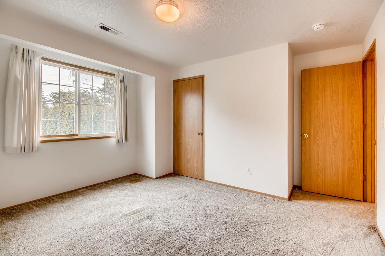 10149 N Tioga Ave Portland OR-large-022-24-2nd Floor Bedroom-1500x1000-72dpi.jpg