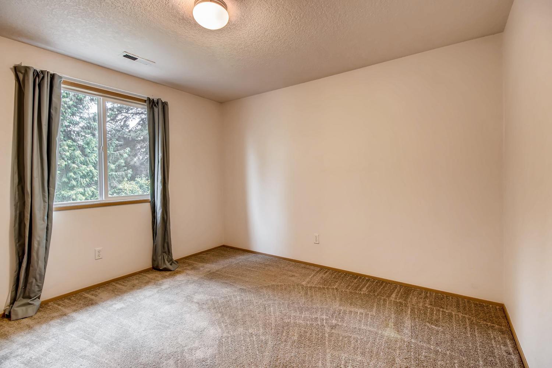 10149 N Tioga Ave Portland OR-large-024-20-2nd Floor Bedroom-1500x1000-72dpi.jpg