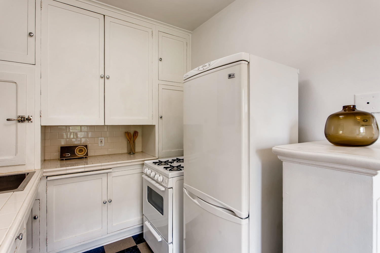 709 Sw 16th Ave Unit 302-large-015-002-Kitchen-1500x1000-72dpi.jpg