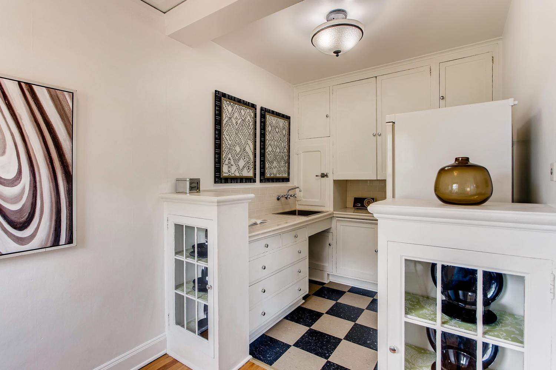 709 Sw 16th Ave Unit 302-large-018-017-Kitchen-1500x1000-72dpi.jpg